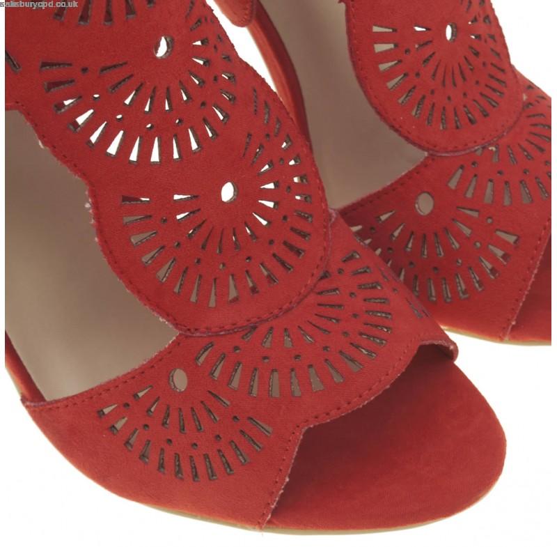 Cắt khắc laser trên da - simili phục vụ ngành giày dép