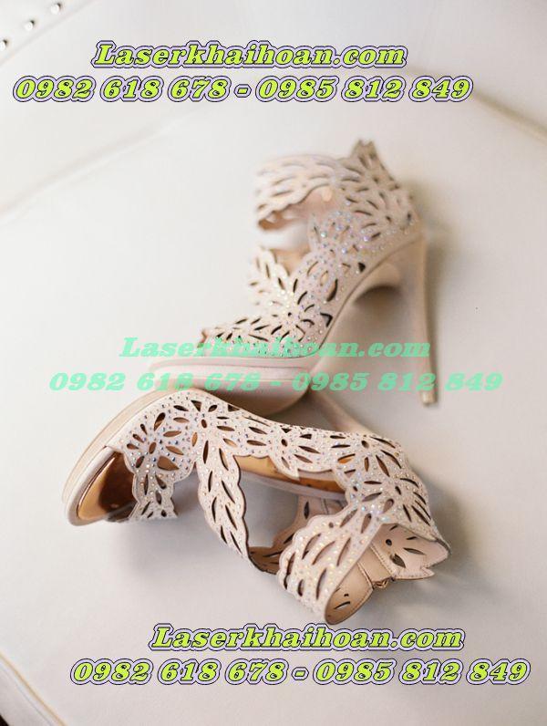 Cắt laser trên quai giày dép