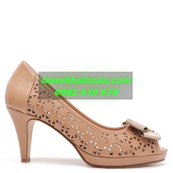 Cắt laser da - simili  làm quai giày dép