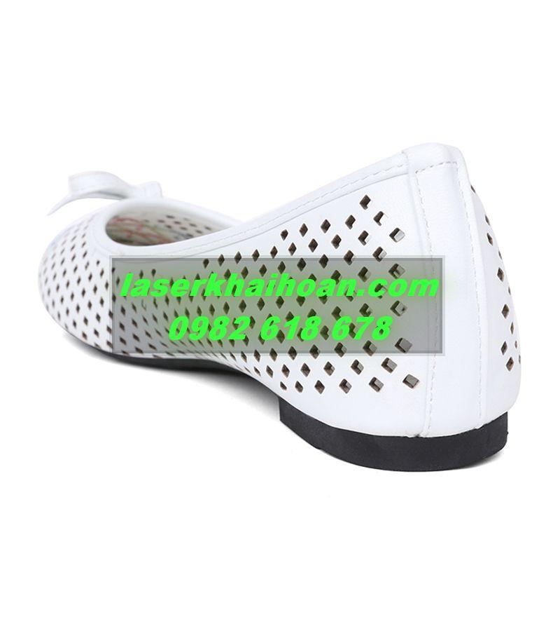 Đục lỗ quai giày dép bằng máy laser giá rẻ và chất lượng