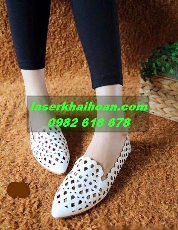 Hoa văn tỉ mỉ trên da, trên simili sản xuất giày dép