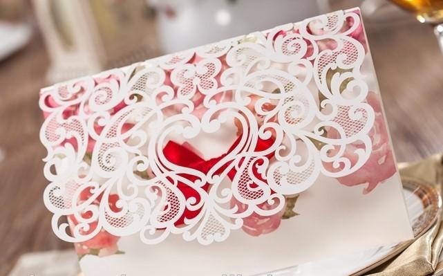 Cắt laser giấy trên thiệp cưới đẹp, tinh xảo