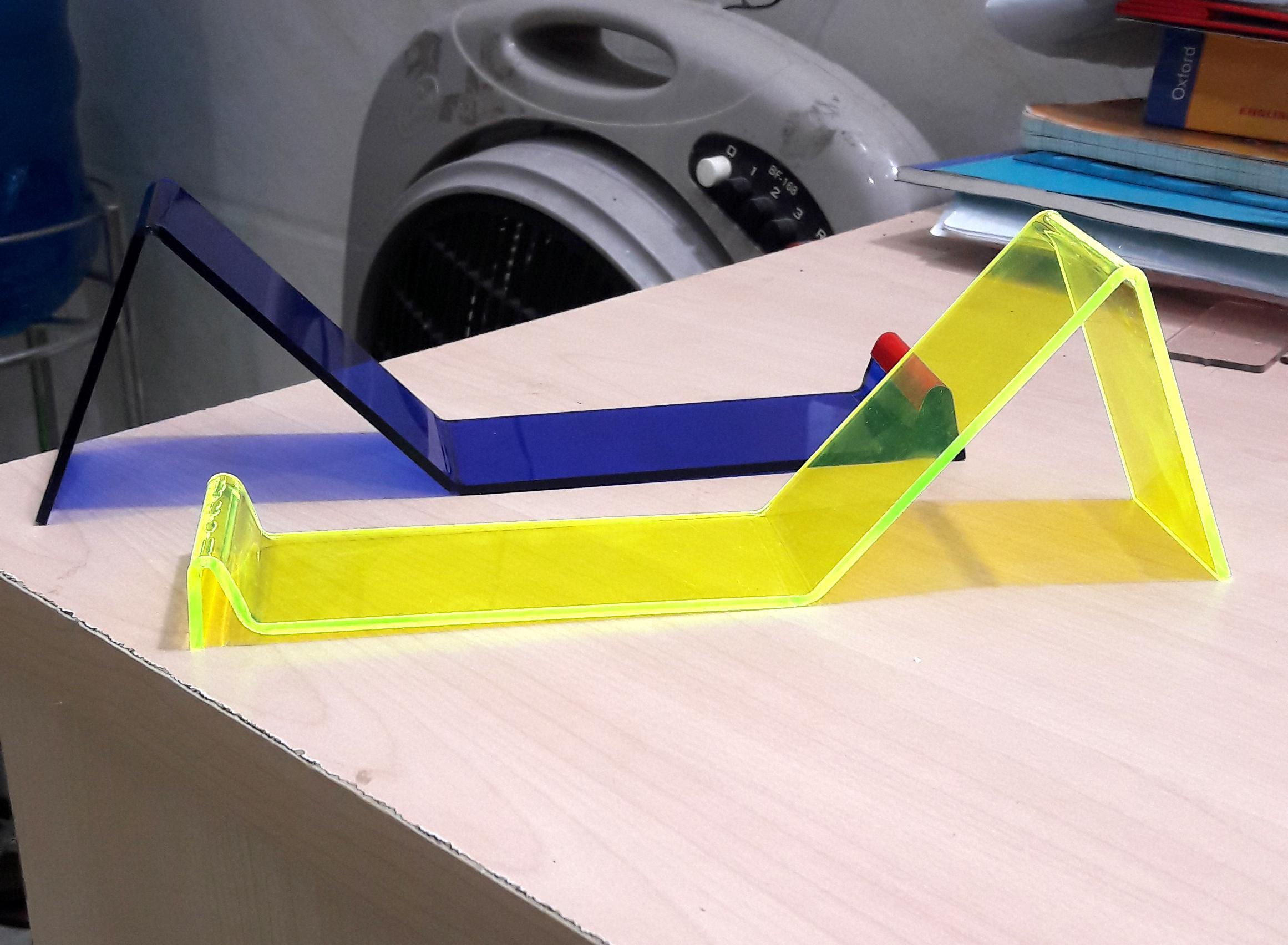 Cắt laser mica làm kệ để trưng bày sản phẩm chất lượng cao