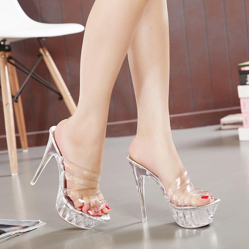 Cắt laser, khắc laser mica giày dép thời trang
