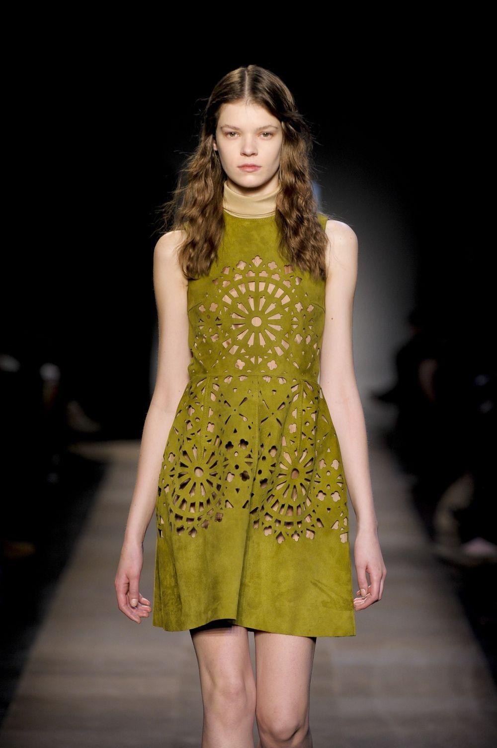 Cắt laser hoa văn, hạo tiết trên váy, đầm thời trang