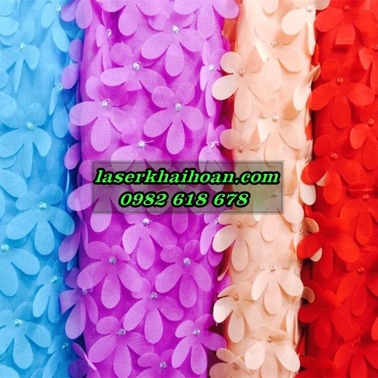 Cắt laser trên vải - cắt cánh hoa vải