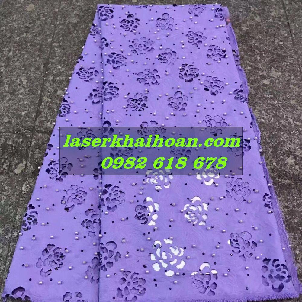 Cắt laser bông hoa trên vải đẹp