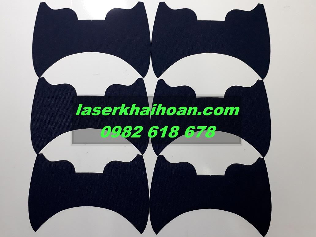Cắt laser trên vải cho sản phẩm may túi xách