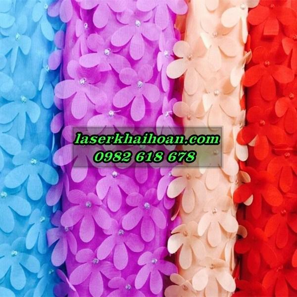 cắt laser bông hoa vải, cánh hoa vải đính trên đồ thời trang