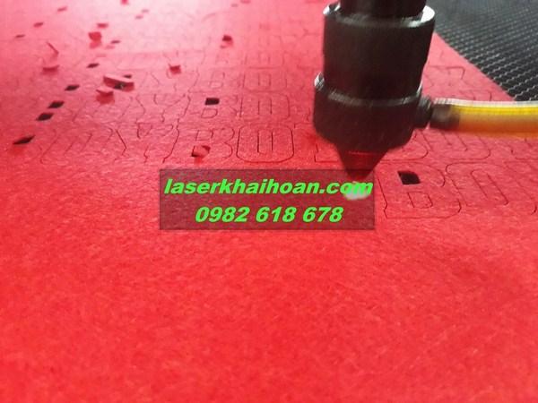 Cắt laser vải may ba lô túi xách