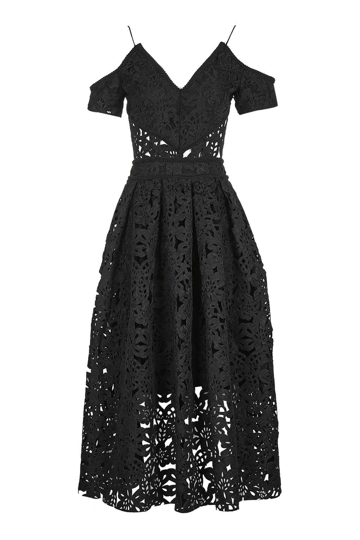 Cắt laser vải trên may váy