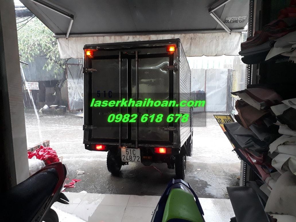 Xe tải giao nhận hàng của Laser Khải Hoàn