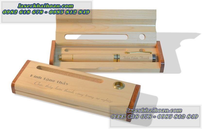 Quà tặng thầy cô 20 - 11 khắc laser trên bút gỗ