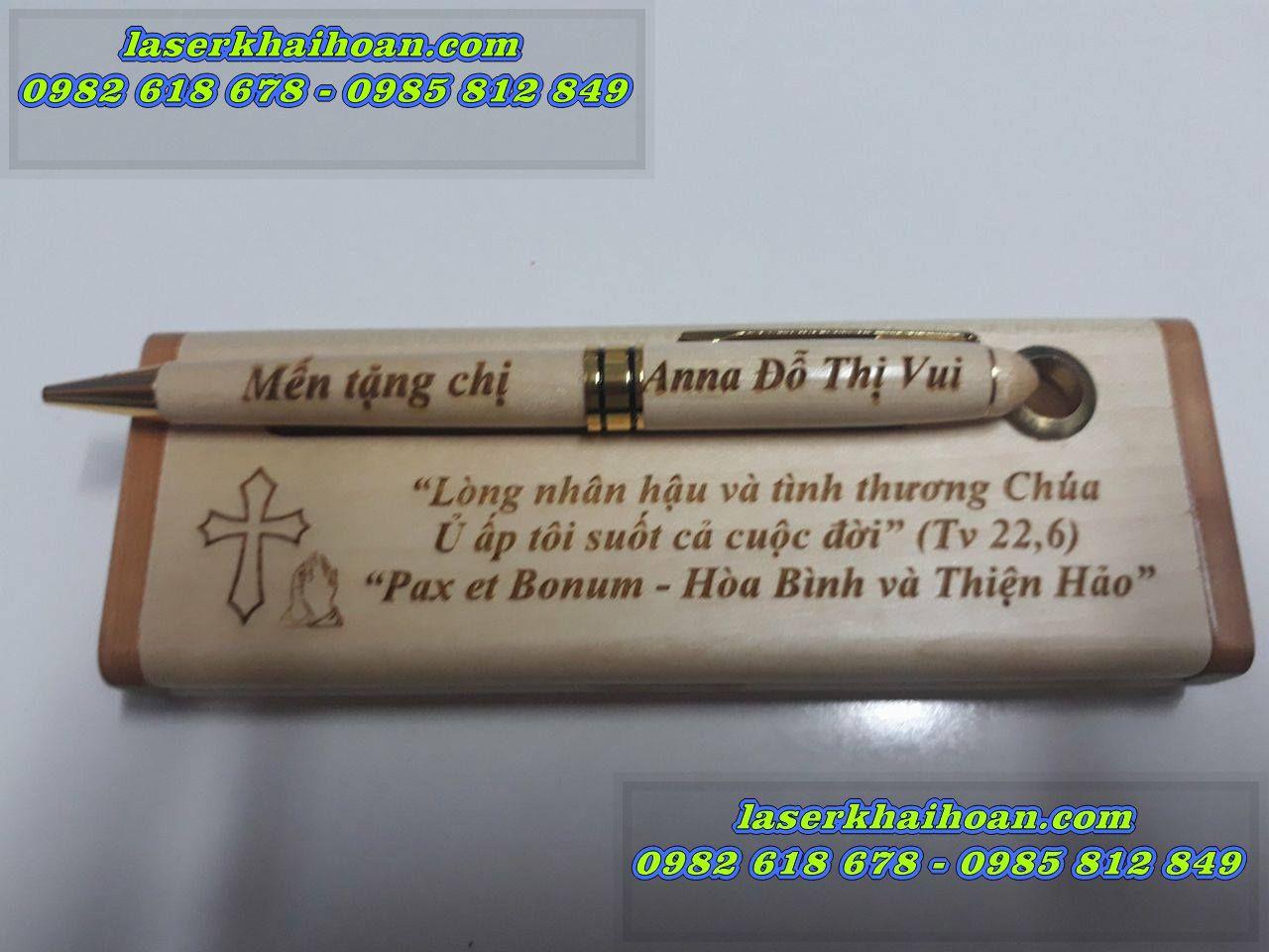 Sản phẩm bút gỗ khắc tên giá rẻ