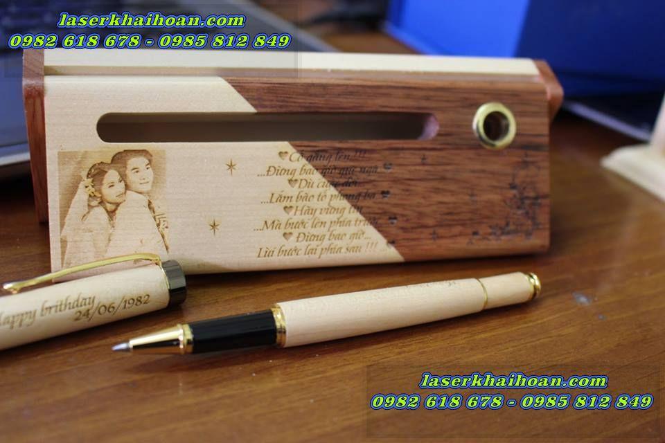 Khắc laser trên bút gỗ quà tặng